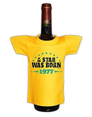 Mini T-Shirt A star was born 1977 Flaschenüberzieher als Geschenk für das Geburtstagskind zum 40. Geburtstag