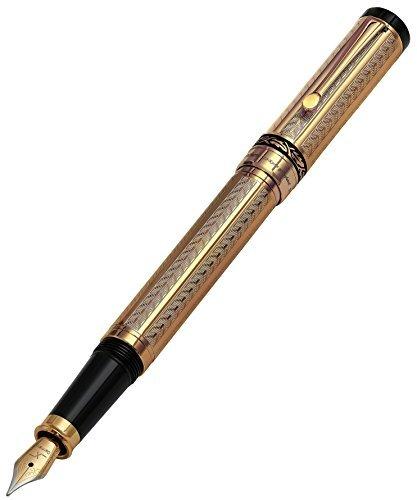 Raffinata penna stilografica Xezo Tribune placcata oro 18 carati con incisioni a punta di diamante. Equilibrio e peso ideali. Numerata individualmente.
