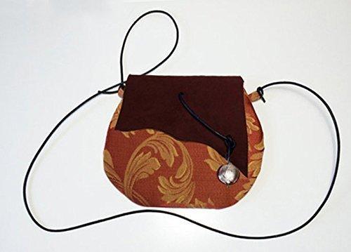 Pochette in tessuto di cotone damascato e pelle scamosciata con ciondolo e tracolla in cuoio, limited edition BBagdesign.