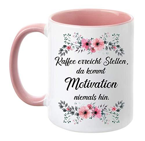 TassenTicker - ''Kaffee erreicht Stellen, da kommt Motivation Niemals hin.'' - Kaffeetasse - Blumen - Geschenk - lustige Tasse (Rosa)