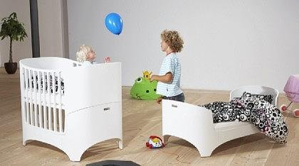 preisvergleich leander baby und kinderbett in walnuss lasiert ohne willbilliger. Black Bedroom Furniture Sets. Home Design Ideas