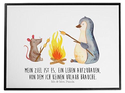 Mr. & Mrs. Panda Schreibtischunterlage Pinguin Lagerfeuer - 100% handmade in Norddeutschland - Pinguin, Maus, Pinguine, Lagerfeuer, Leben, Arbeit, Job, Motivation, Büro, Büroalltag, Lebensspruch, Lebensmotivation, Neustart, Liebe, grillen, Feuer, Marshmallows - Schreibtisch-job