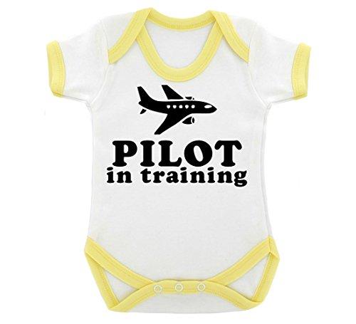 pilot-in-training-design-baby-body-mit-gelb-kontrast-trim-schwarz-print-gr-68-weiss-gelb