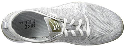 Nike Wmns Free Tr Flyknit Mtlc, Chaussures de Gymnastique Femme Argent - Plateado (Pr Platinum / White-Mtlc Gld Str)