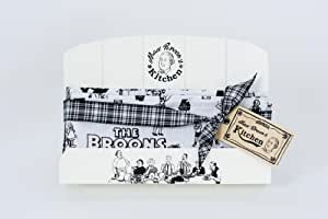 Maw Broon's Wooden Recipe Book Stand and Tea Towel Gift Pack