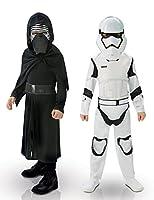 Questo cofanetto firmato Star Wars VII contiene ben due costumi di Carnevale per bambino: uno dai Kylo ren e laltro da Storm Trooper.Travestimento da Kylo Ren:Esso comprende una tunica nera, un cappuccio e una mezza maschera. Il cappuccio arr...