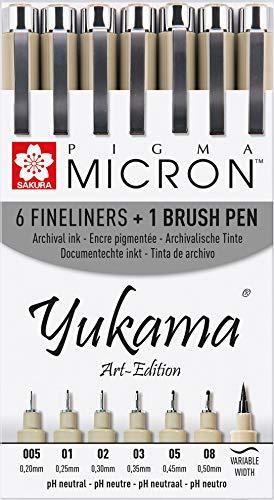 Yukama® Art-Edition pres.Sakura Pigma Micron & Brush; 7 rotuladores negros en un estuche de plástico.6 rotuladores variados de punta fina Pigma Micron negros de entre 005 a 08 (0,2-0,5 mm) y 1 rotulador de punta de pincel flexible para la escritu...