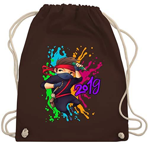 Einschulung und Schulanfang - Cooler Ninja Junge 2019 - Unisize - Braun - WM110 - Turnbeutel & Gym Bag (Kordelzug Cooler Bag)
