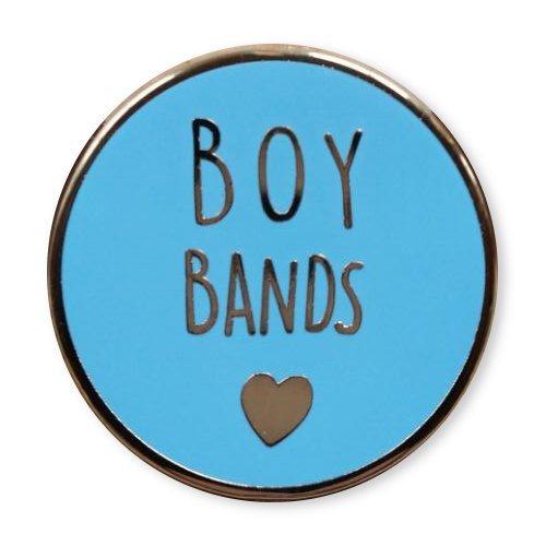 likalla-statement-pin-anstecker-button-boy-bands-3-gold-plattiert-hochwertige-hartemaille-in-hellbla