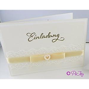 Eine Einladungskarte zur Hochzeit, Taufe Geburtstag mit Spitze und Herz