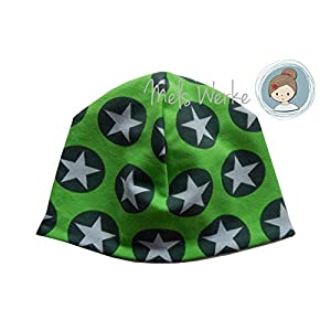Babymütze Gr. 44-46, Wendemütze grün mit Sternen im Kreis. Wendeseite hellgrau meliert. 95% Baumwolle, 5% Elasthan