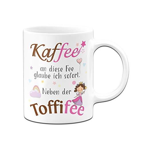 Tassenbrennerei Tasse mit Spruch Kaffee an die Fee Glaube ich neben der Toffifee Tassen mit Sprüchen lustig (Weiß)