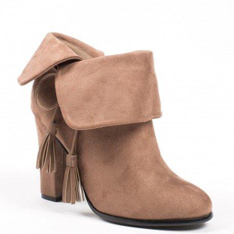 Ideal Shoes - Bottines effet daim à talons épais avec lanières à franges Zina Beige