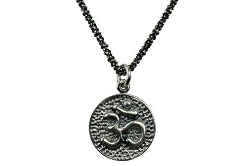 SILBERMOOS Anhänger mit Kette Om-Zeichen rund glänzend strukturiert rhodiniert mit Criss-Cross-Kette 45 cm geschwärzt diamantiert 925 Sterling Silber (Sterlingsilber Yoga-schmuck)