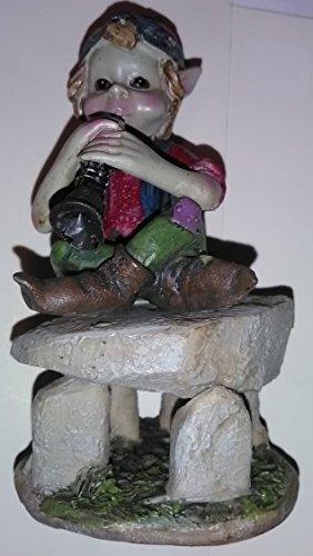 Pixies Figur korrigans auf Dolmen spielt der Bombarde Höhe 12cm