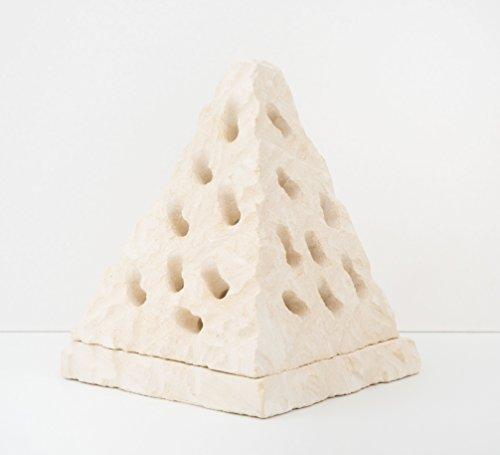 Maestro d'arte de iaco alfredo mangiafumo, porta candela piramide scultura in pietra salentina misure 14x11 cm