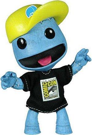 mezco-toyz-little-big-planet-2011-con-exclusive-blue-denim-sackboy-with-baseball-hat-tshirt-by-littl