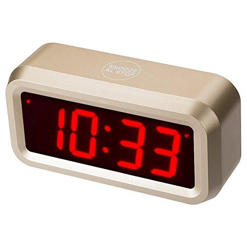 chaorong Kleine batteriebetrieben Digitale LED Wecker mit 3 cm großes Display für Schlafzimmer oder überall, 4 Batterien lassen die Zeit Tag und Nacht für mehr als ein Jahr, plastik, goldfarben, 5.1x 1.58x 2.72 Inch(Display size:4.13x 1.54In)