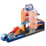 Hot Wheels GBF95 City Downtown Super Spin Dealership Playset, Multi-Colour