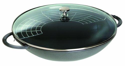 Staub Wok mit Glasdeckel (37cm, 5,7 L mit mattschwarzer Emaillierung im Inneren des Topfes) - Anbraten Grill
