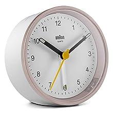 Orologio Sveglia Analogico Classico Braun con Snooze e Luce, Movimento al Quarzo silenzioso, Suono Sveglia Beep con crescendo, colore bianco e rosa, modello BC12PW.