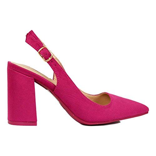 Zapato de Tacón Grueso Estilo Salón con Punta Fina. Cierre con Hebilla. Altura del Tacón: 8 cm.