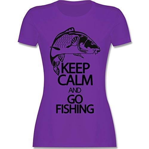 Angeln - Keep calm and go Fishing - tailliertes Premium T-Shirt mit Rundhalsausschnitt für Damen Lila