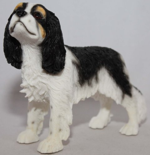 The Leonardo Collection Steinfigur eines dreifarbigen Cavalier King Charles Spaniel (Colour Tri 14)