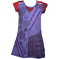 Muchacha del verano vestido con remiendo del bordado
