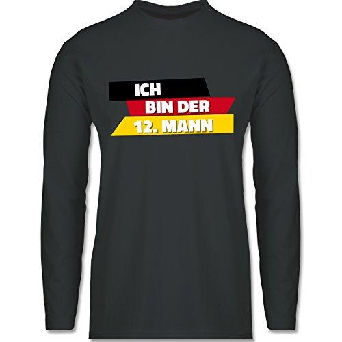 Shirtracer Fußball-WM 2018 - Russland - Ich Bin der 12. Mann Deutschland - Herren Langarmshirt Dunkelgrau