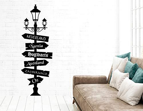 tjapalo® pkm538 Wandtattoo Wegweiser Fantasy Wegweiser Fandom Wandaufkleber Lampe mit Schildern nach Oz, Neverland, Narnia, Hogwarts, Auenland, Größe: H160xB55cm (sehr groß), Farbe: lavendel (Lavendel Kinderzimmer Lampe)