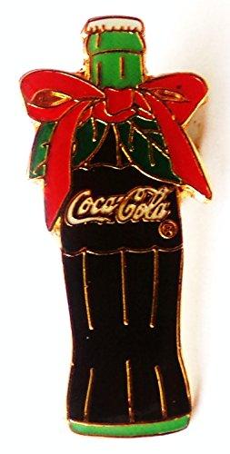 Coca Cola - Flasche mit Weihnachtsschleife - Pin 32 x 15 (Flasche Cocacola Kostüme)
