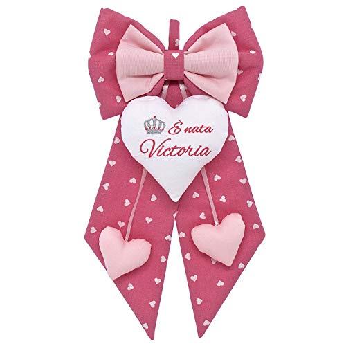 Fiocco nascita bimba rosa a cuori bianchi e rosa chiaro da personalizzare. coccarda per nascite con disegno e nome ricamato personalizzabile - fatto a mano