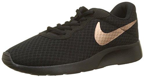 Nike Damen WMNS Tanjun Leichtathletikschuhe, Mehrfarbig (Black/MTLC Red Bronze 005), 43 EU Bronze Oval Pan