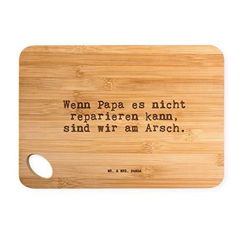 """Mr. & Mrs. Panda Bambus - Schneidebrett mit Spruch """"Wenn Papa es nicht reparieren kann sind wir am Arsch."""" - 100% handmade aus Bambus - Brett, Schneidebrett, Frühstücksbrett, Frühstück, Bambus, Küche, Natur, Holz, Gravur, Brettchen, massiv, robust, Spruch, Motiv Papa, Vater, Vatertag, Geschenk Mann, Mann, Männer, bester Papa Spruch Sprüche Lustig Spass Geschenk Geschenkidee Zitate"""