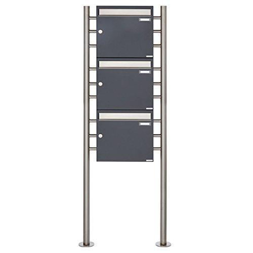 3er Standbriefkasten - 3 fach Briefkastenanlage Design BASIC 381 - Briefkasten Manufaktur Lippe (3 Parteien, senkrecht, Edelstahl / RAL 7016 anthrazitgrau feinstruktur matt)