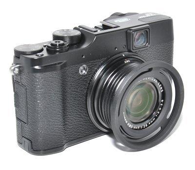Parasoleil et adaptateur à filtre 52mm pour Fuji Finepix X10 et X20