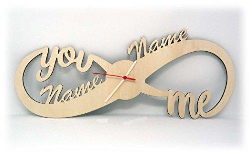 Spezial Wand Motiv Holz Uhr Unendlichkeitszeichen individuell mit Namen personalisiert Geschenk zur Hochzeit Verlobung Jahrestag für das Hochzeitspaar Mann Frau verliebte Wohnzimmer Schlafzimmer - Wand-uhr Personalisierte