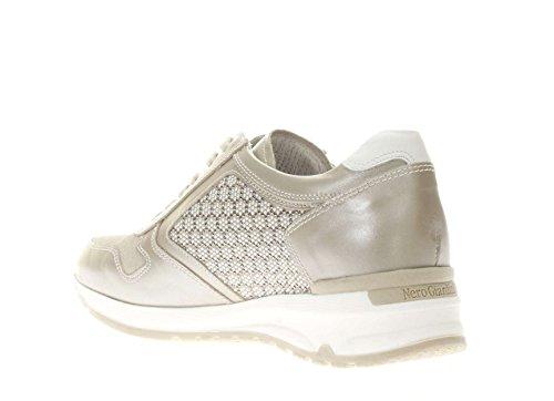 Nero Giardini Donna Sneaker P717041D-505 Sneaker bassa con borchiette, SAVANA
