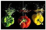 Wallario Herdabdeckplatte/Spritzschutz aus Glas, 2-teilig, 80x52cm, für Ceran- und Induktionsherde, Motiv Bunte Küche Paprika in rot gelb orange und grün im Wasser