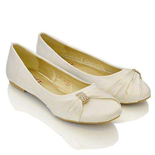 ESSEX GLAM Damen Brautschuhe Flach Satin Pumps Mit Brosche Hochzeit Schuhe (UK 9 / EU 42 / US 11, Elfenbein Satin) - 2