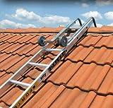 Echelle de toit composée d'une échelle simple et d'un crochet de toit.