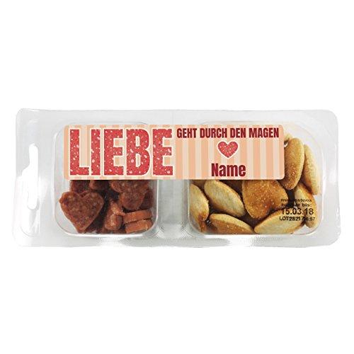 Herz & Heim® Snackbox - Liebe geht durch den Magen - mit Salami und Salzgebäck und Wunschname im Etikett