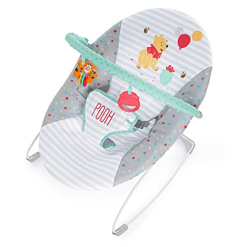 *Disney Baby, Winnie Puuh Wippe mit Vibration, abnehmbarem Spielbogen, Sicherheitsgurt und maschinenwaschbaren Sitzkissen*