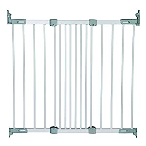 BabyDan Super Flexi Fit Extending Metal Safety Gate (White/Silver) Safetots MEASURE YOUR OPENING BEFORE PURCHASING - This gate kit with extensions fits openings 97 up to 133 cm using the two included 9 cm and 18 cm extensions. It will not fit any opening smaller than 97 cm. If your opening is larger than 133 cm you will require an additional purchase of an extension. VERSATILE AND DEPENDABLE- Our Dreambaby Chelsea gate is loaded with features to not only help make your life easier but safer too. Versatile indeed, it can accommodate openings of 97 up to 133 cm wide and is 75 cm tall. Using optional extensions sold separately, the gate can be extended up to 506 cm. ONE HANDED OPERATION - The One-Handed operation is fantastic for times when you're holding your child and the double locking feature ensures extra security to help keep your child safer. 6