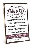 TypeStoff Holzschild mit Spruch – OMA UND Opa GmbH – im Vintage-Look mit Zitat als Geschenk und Dekoration zum Thema Großeltern und Eltern (19,5 x 28,2 cm)