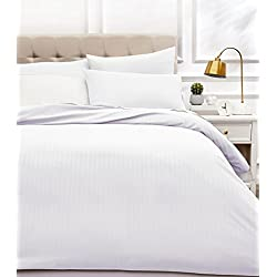 AmazonBasics - Juego de ropa de cama con funda nórdica de microfibra y 2 fundas de almohada - 200 x 200 cm, blanco brillante