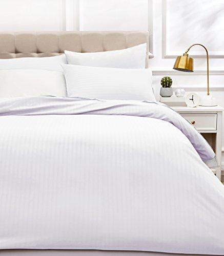 AmazonBasics   Juego de ropa de cama con funda nórdica de microfibra y 2 fundas de almohada   200 x 200 cm, blanco brillante