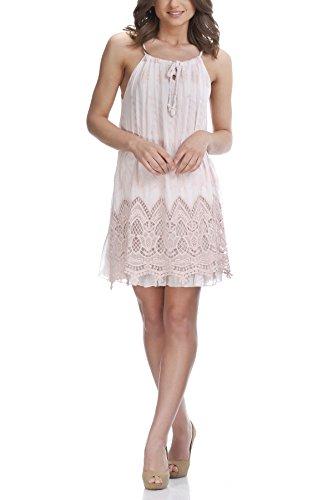 laura-moretti-vestido-con-detalles-bordados-y-mangas-de-encaje