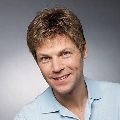 OOFAY JF-männlich kurzen braunen gemischten blonde flauschigen lockige volle Bang Capless hitzebeständige Faser Perücke für (Perücken Männlich Blonde)